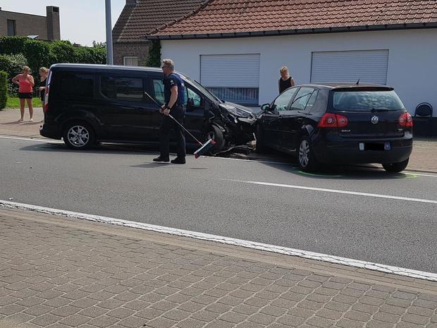 Heel wat blikschade na ongeval met drie wagens in Gistel