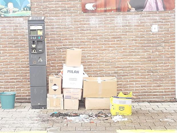 Leerlingen steken dozen in brand aan VISO Roeselare en vluchten weg