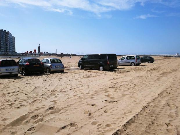 Franse automobilisten lappen parkeerregels aan hun laars in Oostende