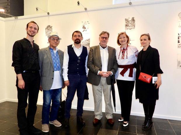 Oekraïense ambassadeur bezoekt tentoonstelling van landgenoot in Brugge