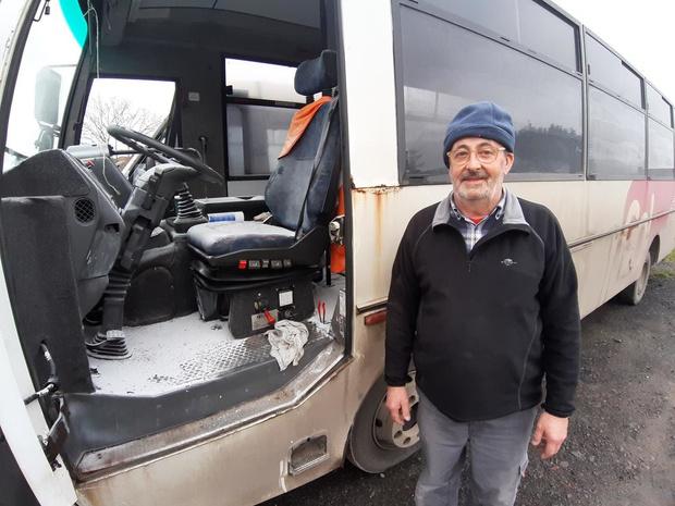 Vandalen spuiten brandblusapparaat leeg in schoolbus in Langemark