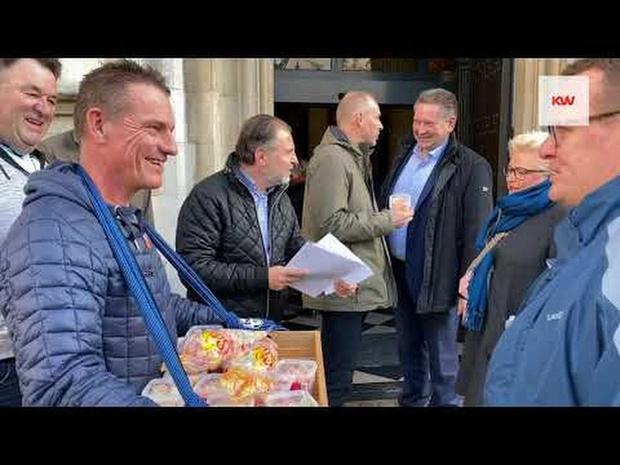 FC Bruges Task Force deelde zure beertjes uit aan Brugse gemeenteraadsleden