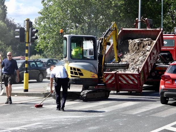Vrachtwagen met bouwafval verliest lading op Brugse ring