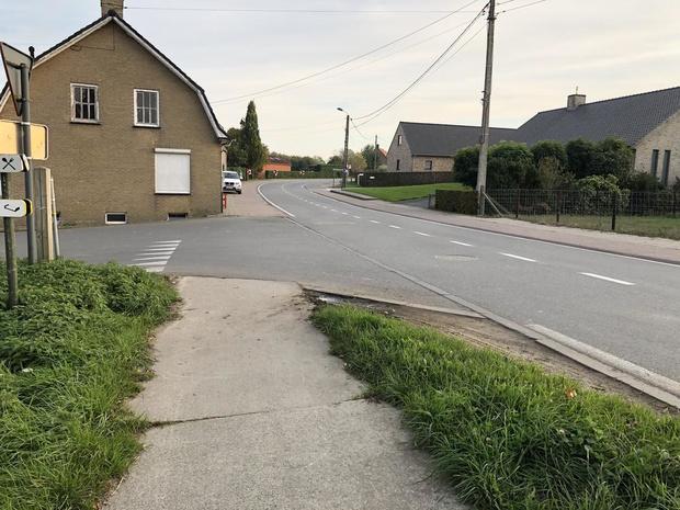 Kruispunt Eikhoekstraat in Vleteren aangepast