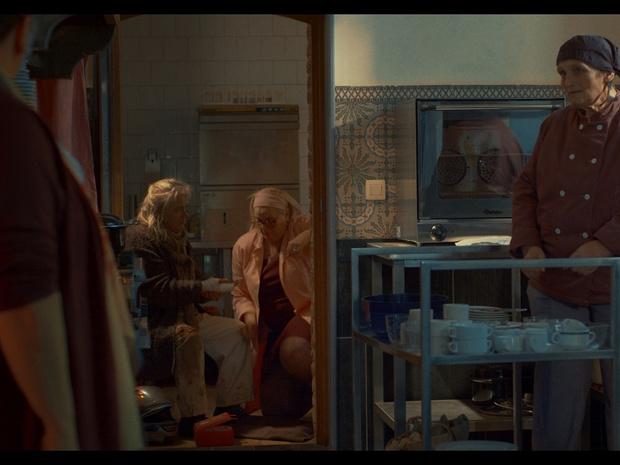 Miniserie 'Hotelzeepke' is een soort geëngageerde 2021-lowbudgetversie van 'Fawlty Towers'
