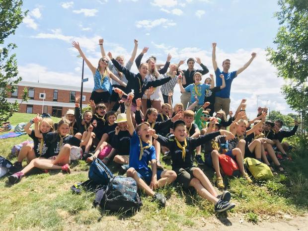 Brugse Jeugdschepen bezoekt zomerkampen van jeugdbewegingen