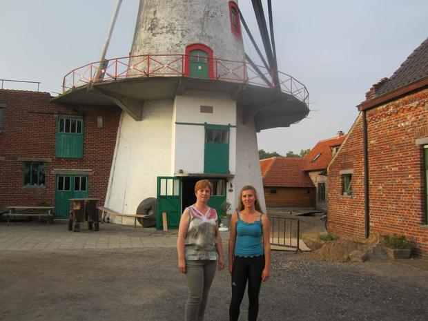 Yana De Decker (19) uit Ruiselede volgt samen met haar mama Susy Wieme de cursus molenaar