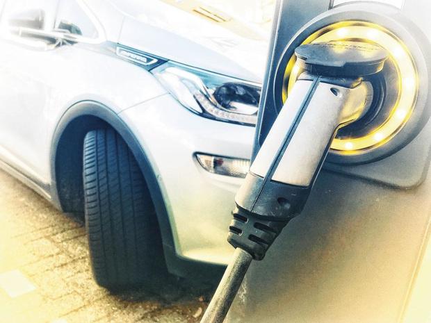 Oser la voiture électrique de société