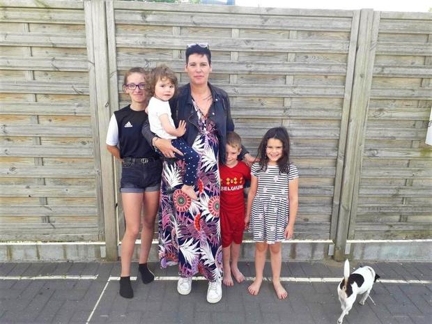 Alleenstaande moeder met vier kinderen vindt op de valreep een woning