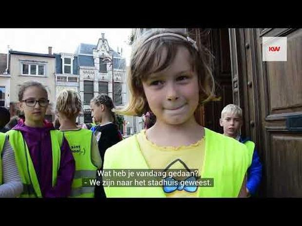 Kinderen uit Sint-Jansschool bezoeken de bunker onder de Grote Markt in Menen
