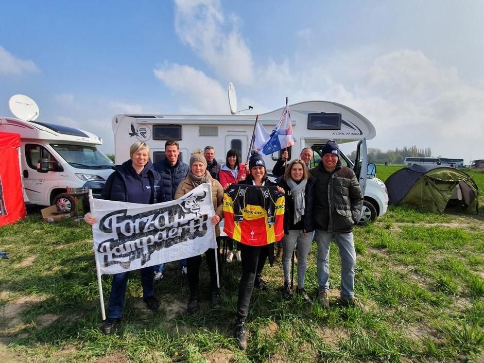 IN BEELD Forza Lampaert geniet in Parijs-Roubaix