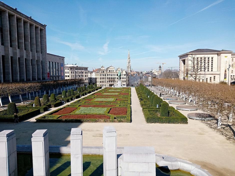 Bruxelles, ensoleillée mais déserte (en images)
