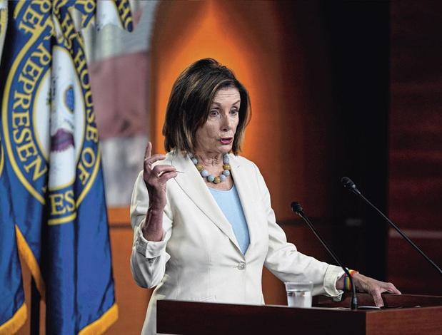 """Nancy Pelosi dénonce une situation """"inhumaine"""" à la frontière USA-Mexique"""