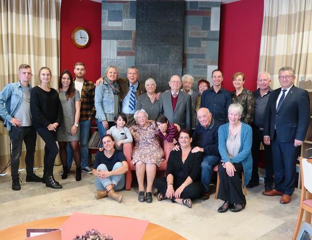 Cécile Van Craen viert honderdste verjaardag in WZC Regina Coeli in Sint-Andries