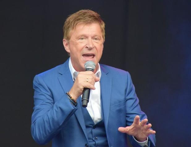 Jo Vally brengt met liveband showavond in Kusttheater 't Colisée