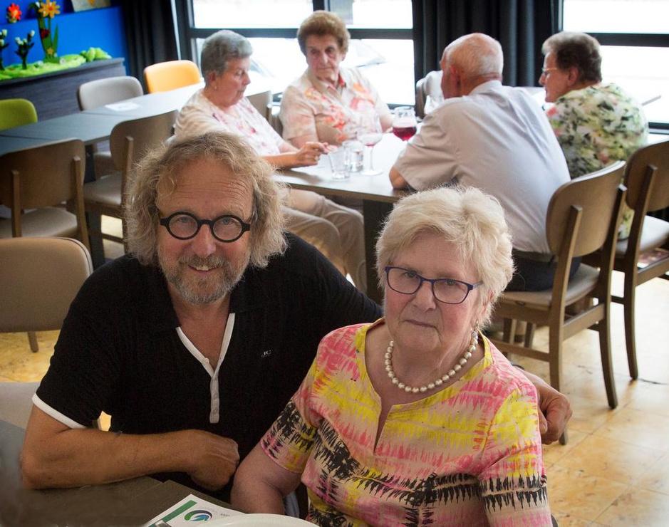 Norbert Maes uit Ruiselede toont unieke fotomontage: 80 foto's van 80 mensen ouder dan 80