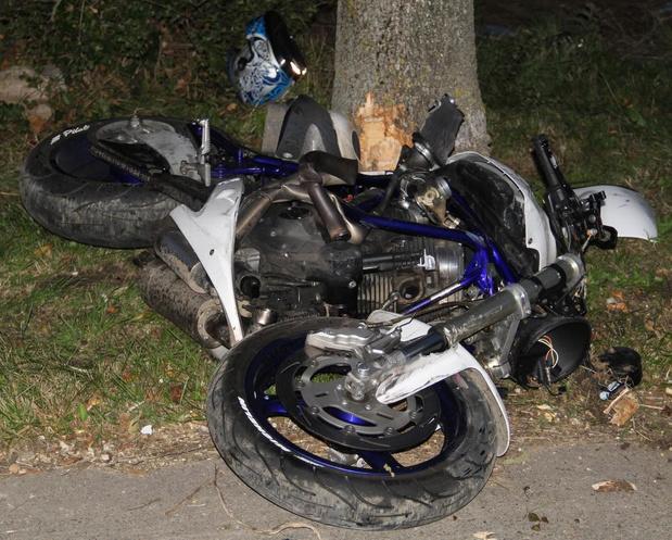 Meisje van acht en haar papa raken zwaargewond nadat hun motor inrijdt op een tractor in Zillebeke
