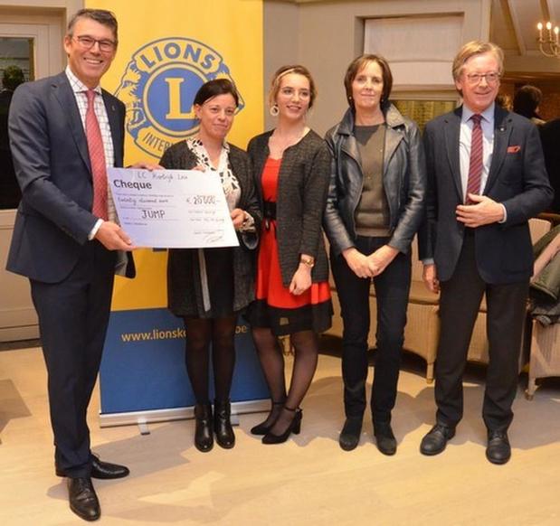 Lions Club Kortrijk Leie schenkt cheque van 20.000 euro aan project voor kwetsbare jongeren
