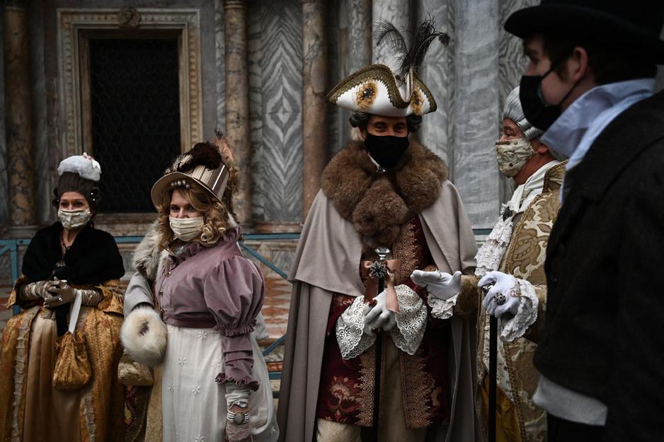 En images: le Carnaval de Venise sans touristes mais toujours magique