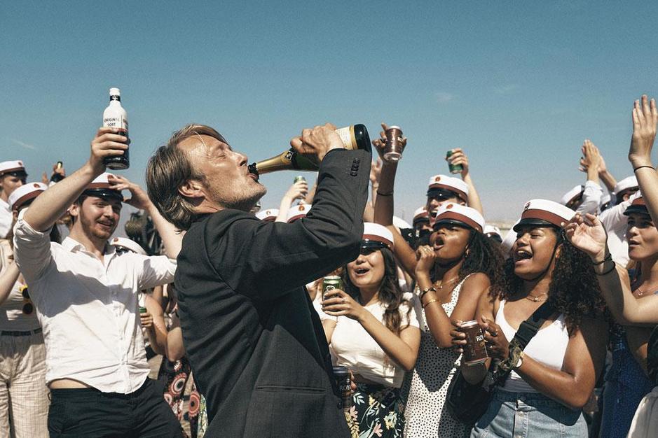 Mads Mikkelsen, straalbezopen in 'Drunk': 'Deze film is géén reclame voor drankmisbruik'