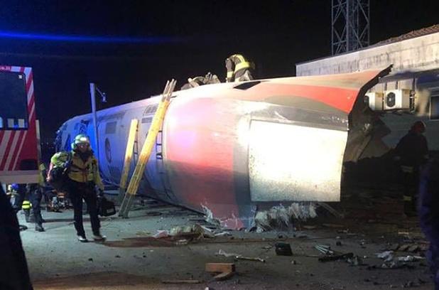 Italie: un train déraille près de Milan, deux morts et des blessés