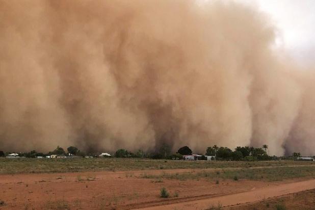 Stormweer in Australië: zwaar onweer, hagel en zandstormen bedreigen grote steden