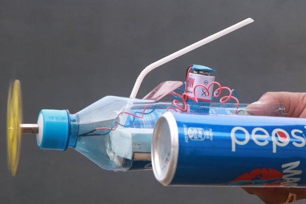 Knutseltip van een kunstenaar: maak een bootje op batterijen