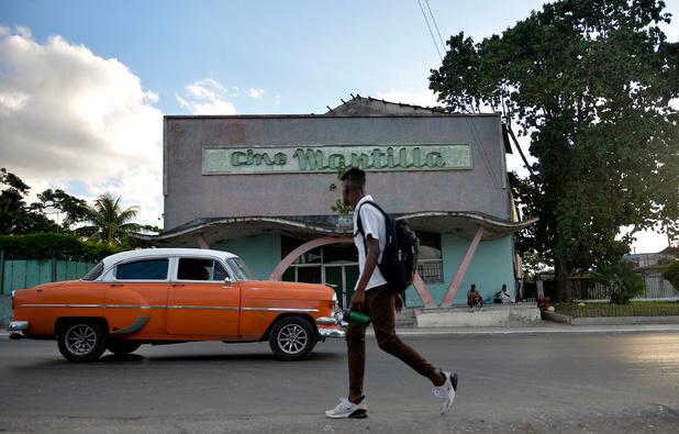 En images: A La Havane, les vieux cinémas font de la résistance