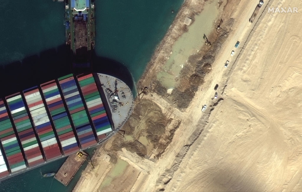 Canal de Suez: quelles options pour le déblocage?