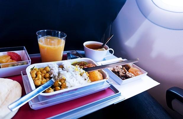 Pourquoi la nourriture a-t-elle a un goût différent en avion?