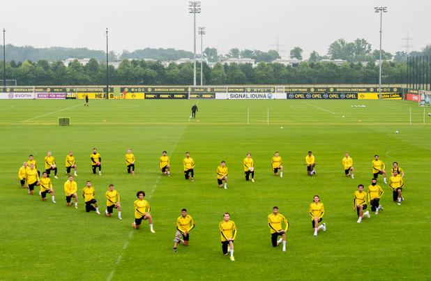 Mort de George Floyd: les joueurs de Dortmund mettent un genou à terre