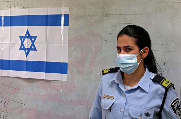 Rétablissement du port du masque dans les lieux publics fermés en Israël