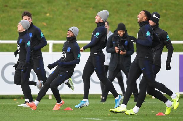 """Altercation en équipe d'Angleterre: Sterling emporté par ses """"émotions"""""""