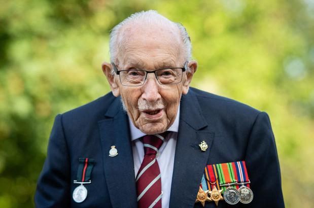 """Les Britanniques ont applaudi """"Captain Tom"""", leur héros mort à 100 ans"""