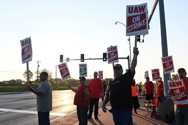 Les salariés américains de GM en grève, une première depuis 2007
