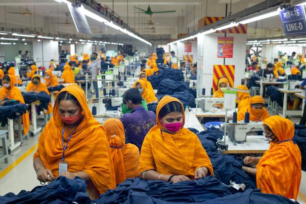 Nieuw online platform onthult werkwijze populaire kledingmerken