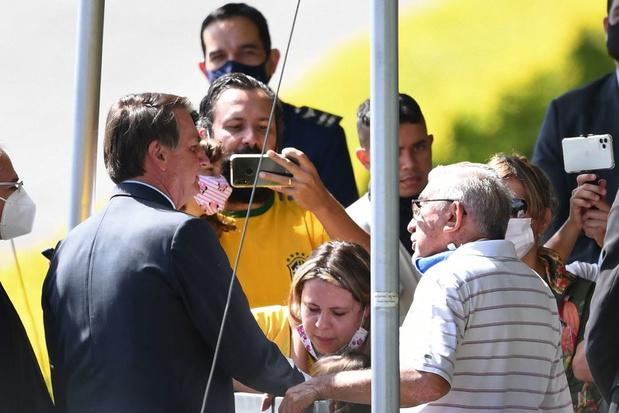 Covid: Bolsonaro dos au mur