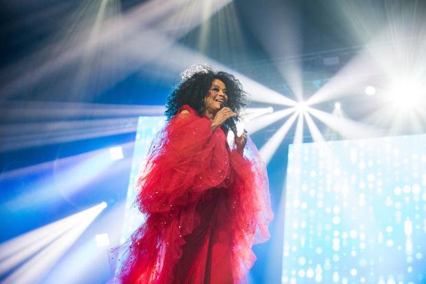 Diana Ross kruipt terug in de studio en lost nieuwe single