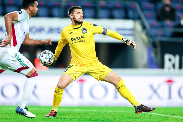 Coup dur pour Anderlecht: Hendrik Van Crombrugge absent plusieurs mois