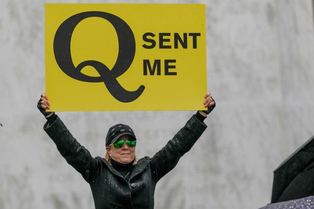 Twitter intervient contre la mouvance pro-Trump QAnon et ses théories du complot