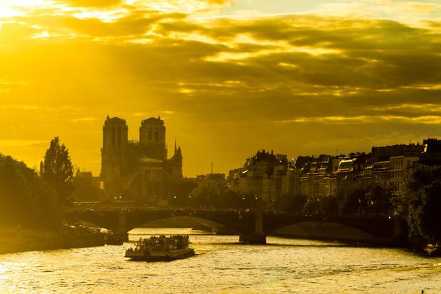 Plein voor Notre-Dame in Parijs opnieuw open na brand
