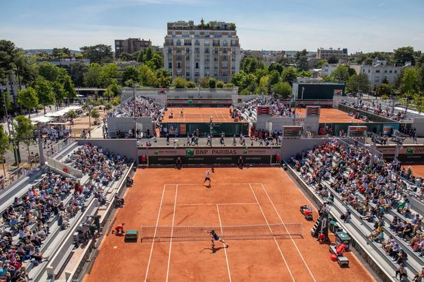 """Roland-Garros """"reprend enfin vie"""""""