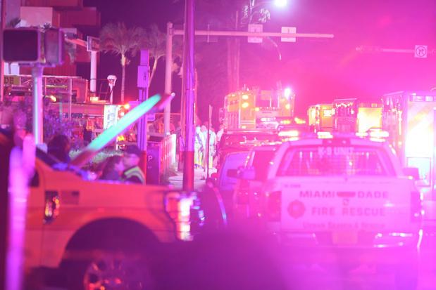 Un immeuble de 12 étages s'effondre à Miami: la cause reste inconnue