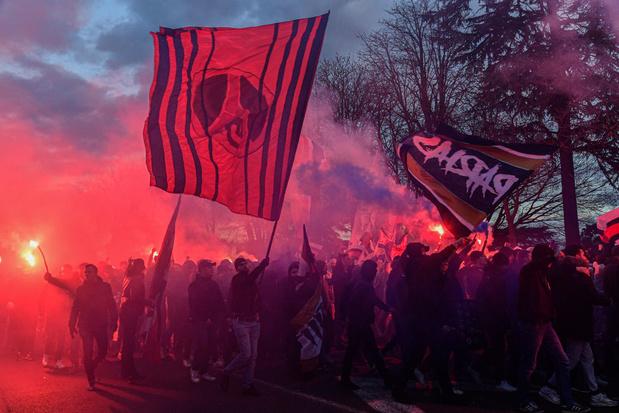 Contraints au huis clos, les Ultras du PSG ont mis le feu autour du Parc des Princes (en images)