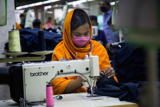 Grote kledingmerken betalen door coronacrisis orders uit Azië niet meer