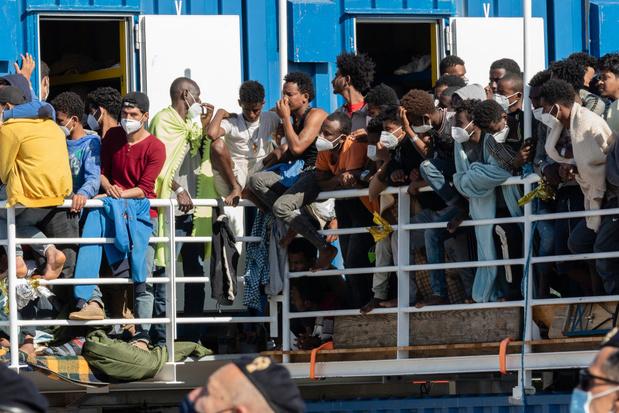 L'Ocean Viking autorisé à débarquer 572 migrants en Sicile