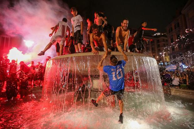 Scènes de liesse à Naples après la victoire en Coupe (photos)