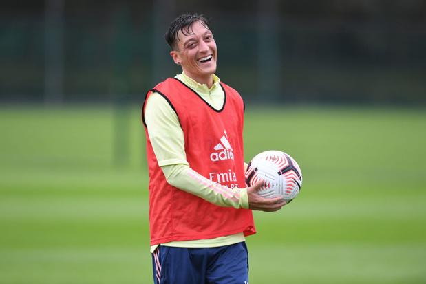 Özil à la rescousse pour sauver la mascotte d'Arsenal