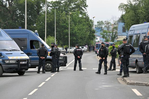 """Rave party illégale en France: un jeune de 22 ans """"a perdu une main"""""""