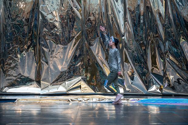 Radouan Mriziga's danssolo 'Tafukt' op Kunstenfestivaldesarts: een ticket naar de zon